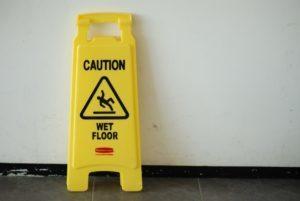 Abogados de lesiones por resbalones y caídas de responsabilidad de locales
